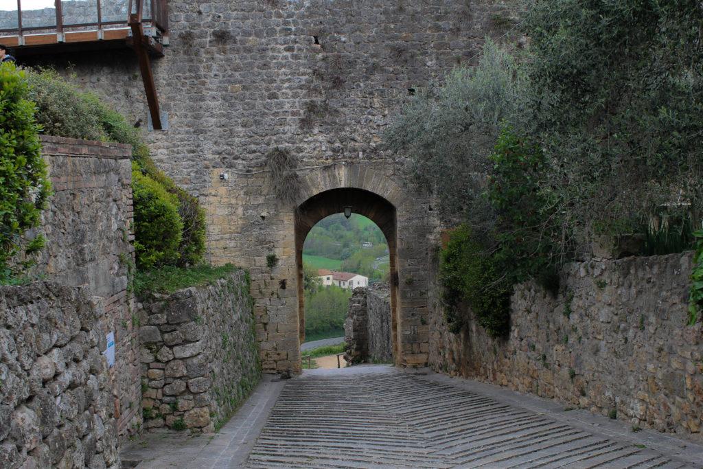 monteriggioni-archway